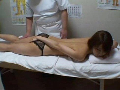 หมอนวดแอบเย็ดคนไข้สาว แอบเอาควยเสียบเย็ดหีตอนกำลังนวดตัว