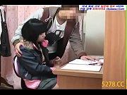 พี่ชายทำเป็นสอนการบ้านน้องสาว สุดท้ายจับน้องสาวข่มขืนในห้องนอน