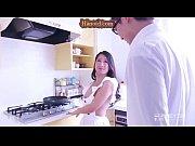 หนัง xxx สาวใช้สุดเอ็กส์แอบอ่อยเจ้านายตอนทำอาหารเย็ดในห้องครัว