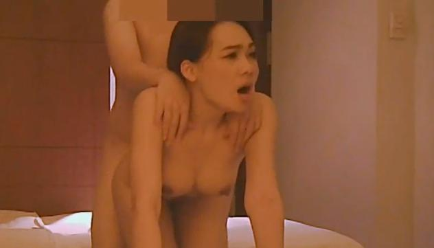 สาวจีนนวดหลังให้ผัว เปลือยกายแนบเนื้อ ได้อารมณ์