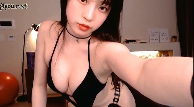 สาวเกาหลีไลฟ์สดลงโซเชียล ชุดบิกินี่เห็นหัวนม