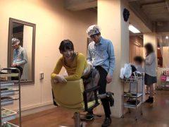 หนังเอวี ช่างเสริมสวยคร่อมเก้าอี้ ลูกค้าเย็ดท่าหมา