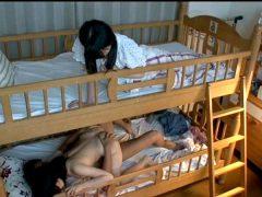 น้องสาวพาผู้ชายเข้าห้อง เย็ดกันเสียงดังจนทนไม่ไหว
